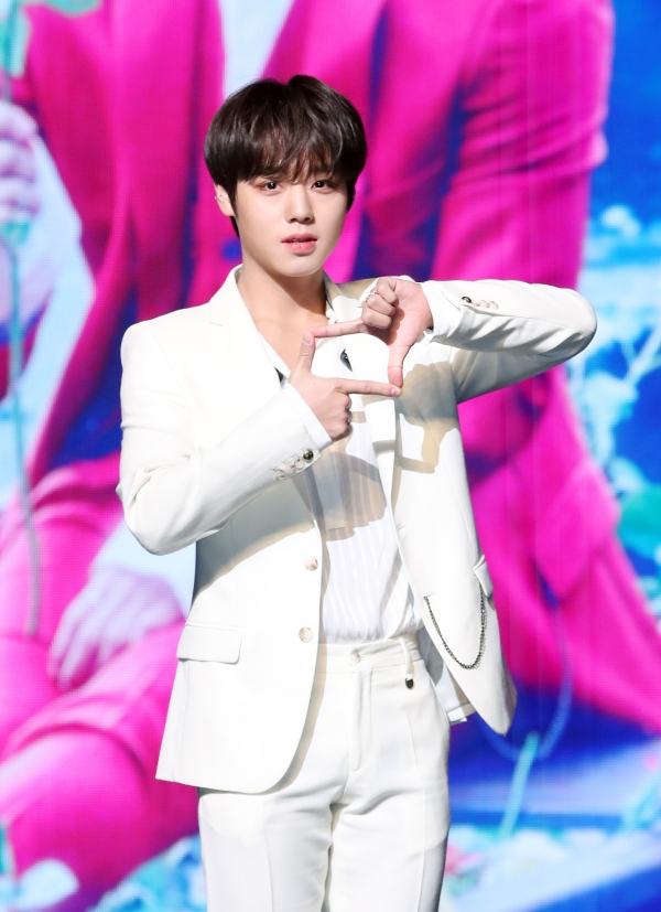 Singer Park Ji Hoon formerly from Wanna One is posing at his first mini album O'CLOCK showcase, held at Kyedang Hall of Sangmyung University, Jongno District, Seoul in afternoon of 26 March. 2019.3.26 / News 1 © News 1