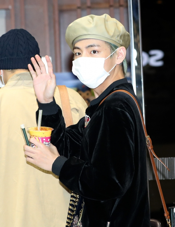 V of BTS is saying hello in the afternoon of 5 April, before departing for Thailand for their concert via charter flight from the Gimpo International Airport 2019.4.5/News 1 © News 1