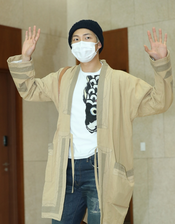 RM of BTS is saying hello in the afternoon of 5 April, before departing for Thailand for their concert via charter flight from the Gimpo International Airport 2019.4.5/News 1 © News 1