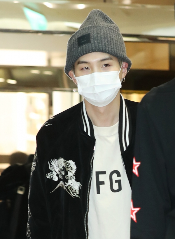Suga of BTS is saying hello in the afternoon of 5 April, before departing for Thailand for their concert via charter flight from the Gimpo International Airport 2019.4.5/News 1 © News 1