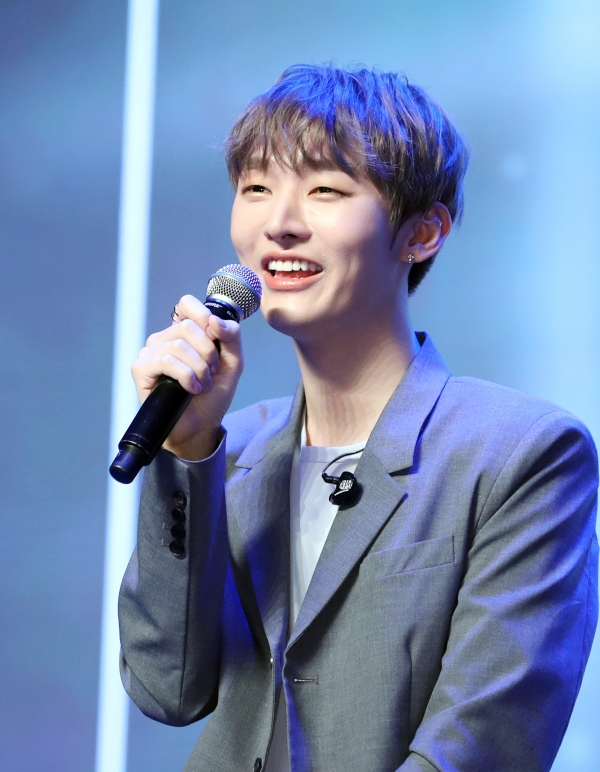 Singer Yoon Ji Sung Formerly From 'Wanna One' © News 1