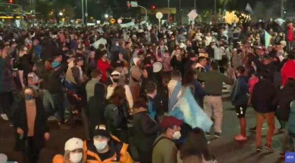 코파 아메리카에서 우승한 아르헨티나 축제 분위기. 집합 금지 명령은 없다.